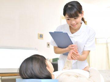 クリニックで働く看護師